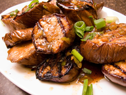Grilled_chinese_eggplant_sauce250px