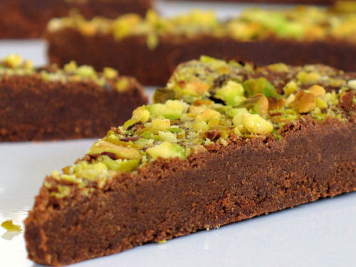 Chocolate and pistachio wedges 500